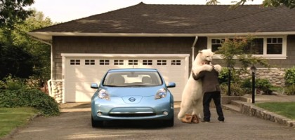 Publicit automobile: l'ours polaire qui dit merci  l'automobiliste !